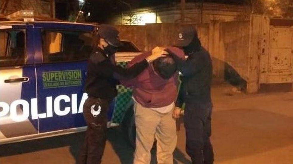 Golpeó a una mujer y enfrentó a la policía que fue a detenerlo
