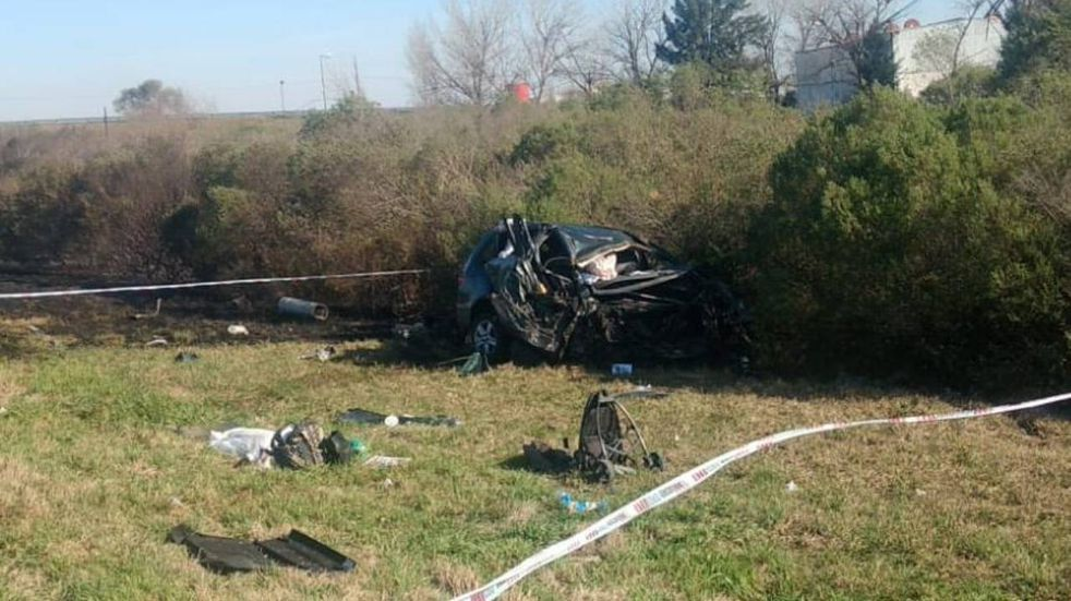 Murieron una mujer y su bebé al chocar en la Autopista a Santa Fe por quema de pastizales