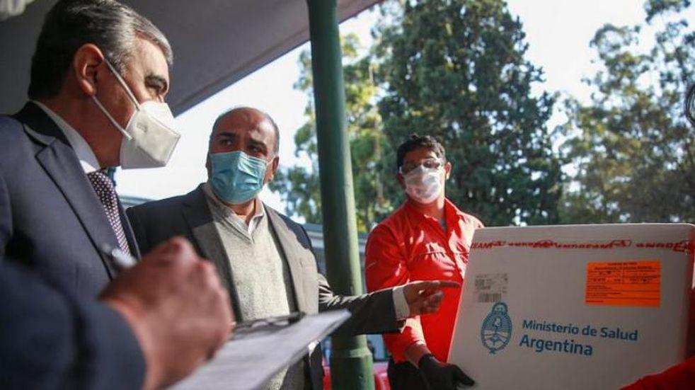 """Manzur: """"En los 25 nodos que tiene Tucumán vamos a seguir vacunando sábado y domingo"""""""