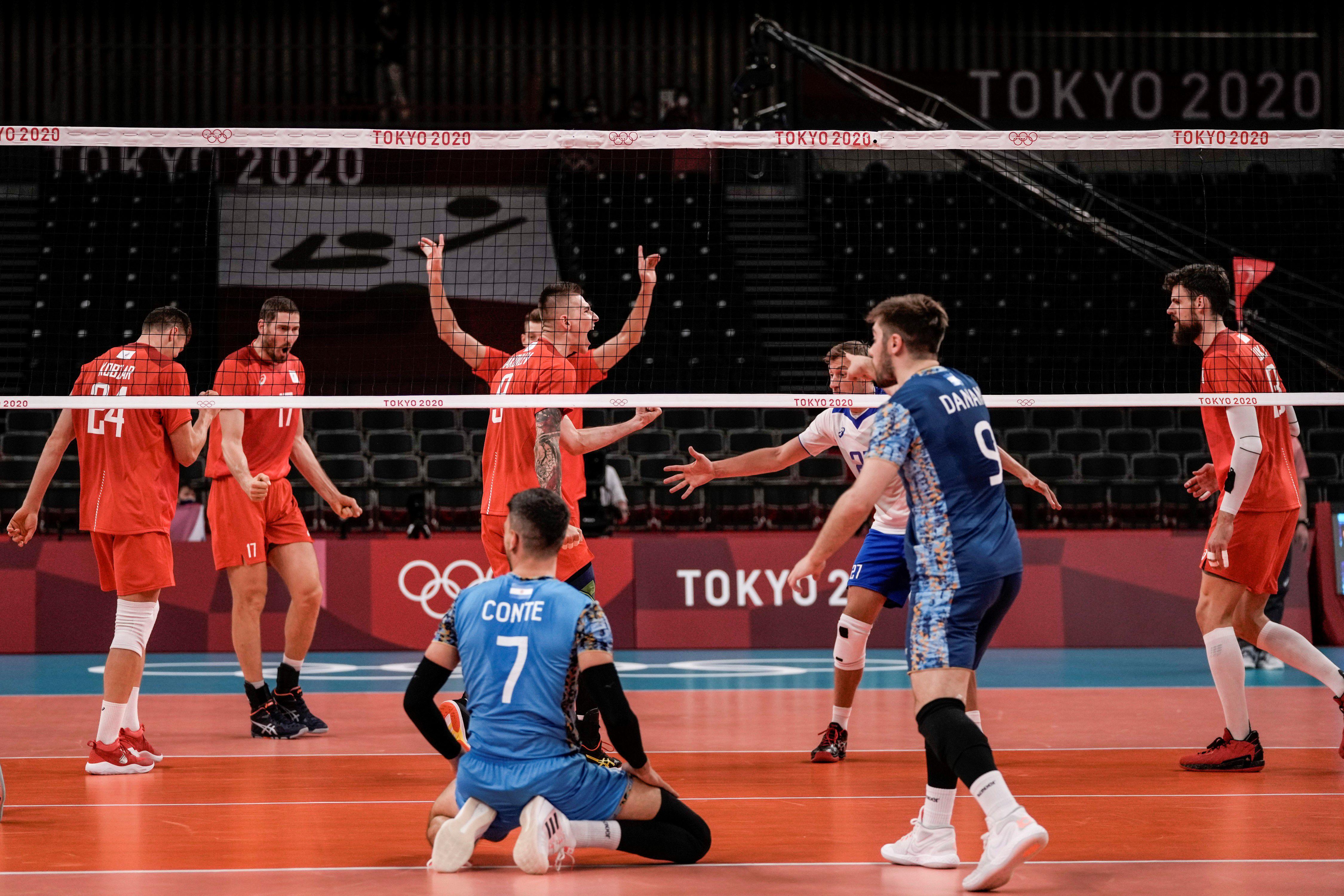 Argentina no pudo con la potencia de Rusia y cayó 3-1 en el debut en el torneo de vóley masculino de Tokio 2020. (Foto: AP)