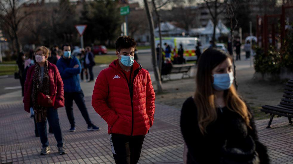Alcanzar la inmunidad mundial podría tardar hasta cinco años y medio, según Bloomberg