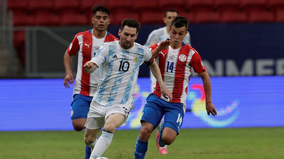 A Andrés Cubas, ex Talleres, le tocó correrlo de atrás a Lio Messi