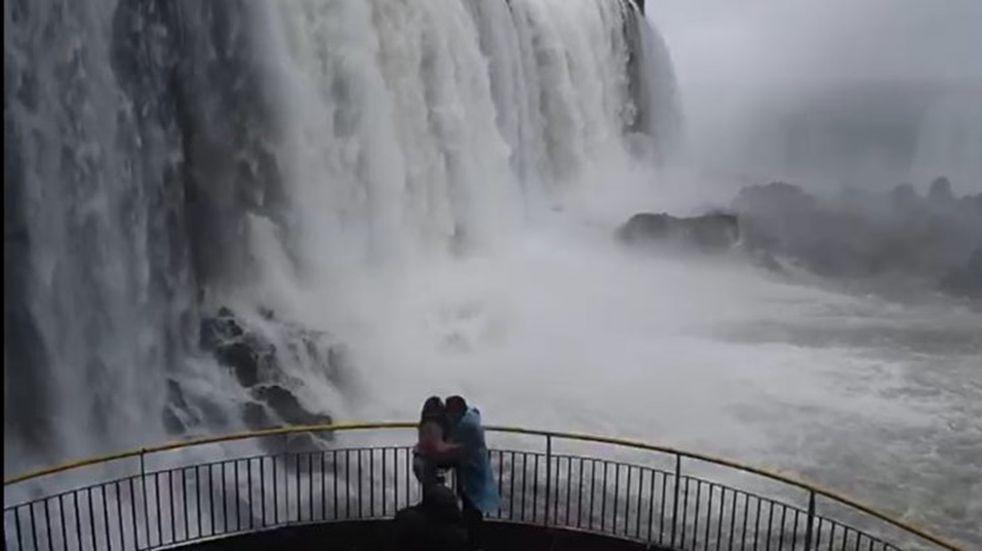 Cataratas del Iguazú en su máximo esplendor: más de dos millones de litros de agua por segundo