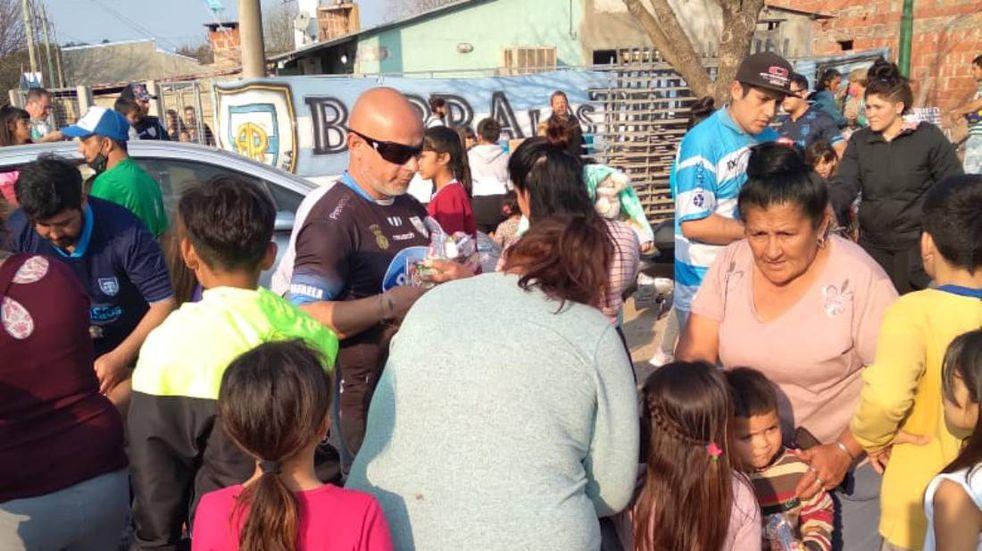 La hinchada de Atlético celebró el día del niño en el 2 de Abril