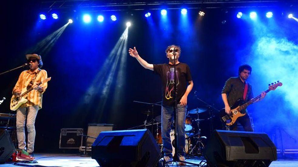 Distinguieron a Coki Debernardi: Fito Páez subió al escenario y cantaron juntos
