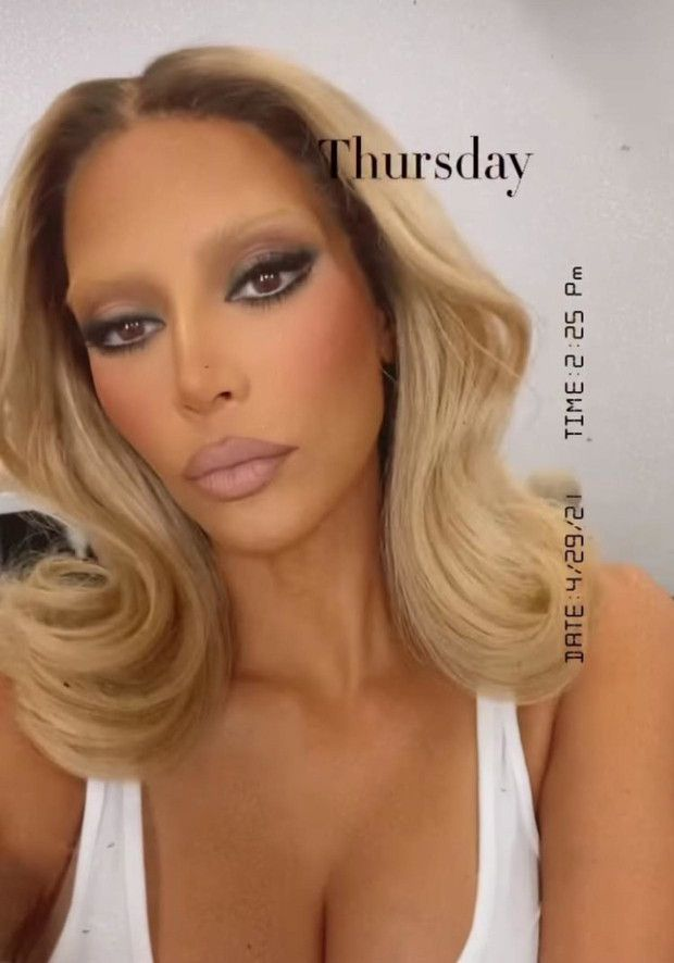 Kim Kardashian lució la nueva tendencia de cejas decoloradas