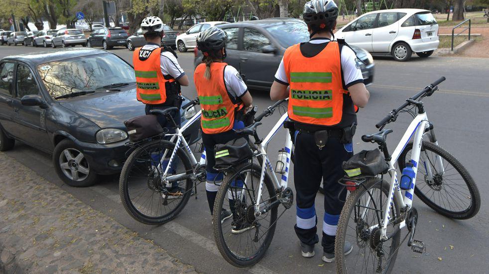 La Policía de Mendoza realiza controles en los diferentes paseos de Mendoza. Orlando Pelichotti/Los Andes