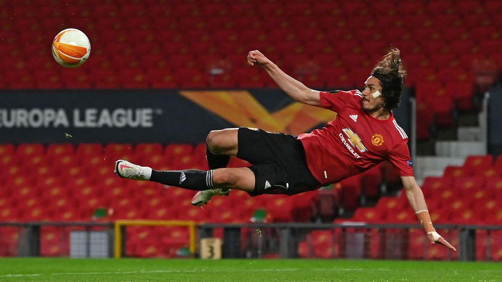 Edinson Cavani brilla en Manchester United y se aleja de Boca