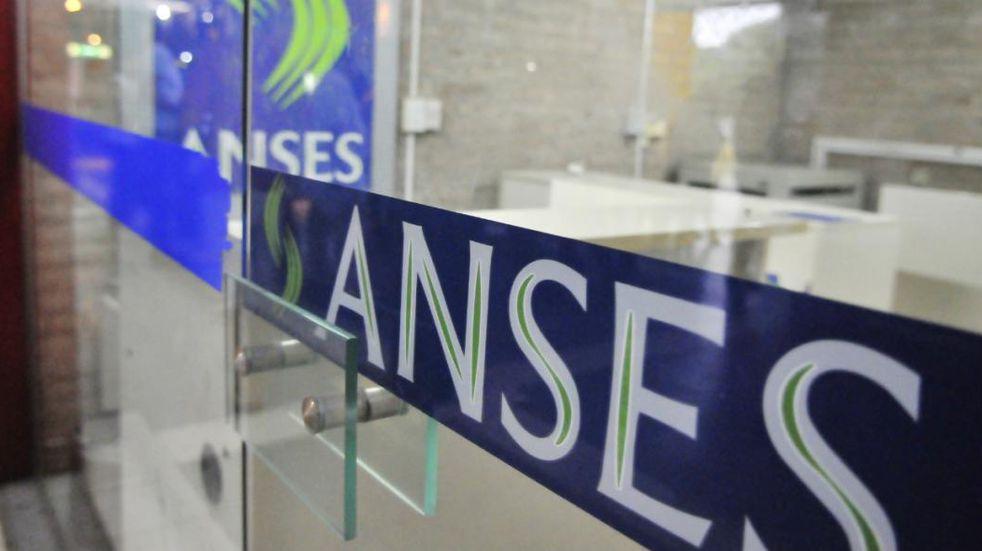 Un fallo obliga a Anses a pagar la diferencia entre aumentos por decreto y la movilidad suspendida