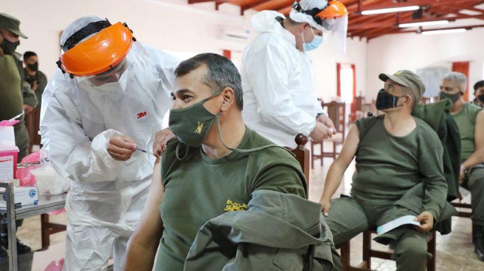 Avanza en Córdoba la vacunación de las fuerzas federales