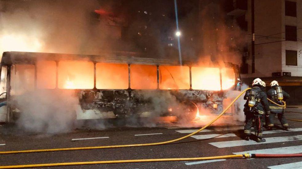 Almagro: se incendió un colectivo de la línea 71