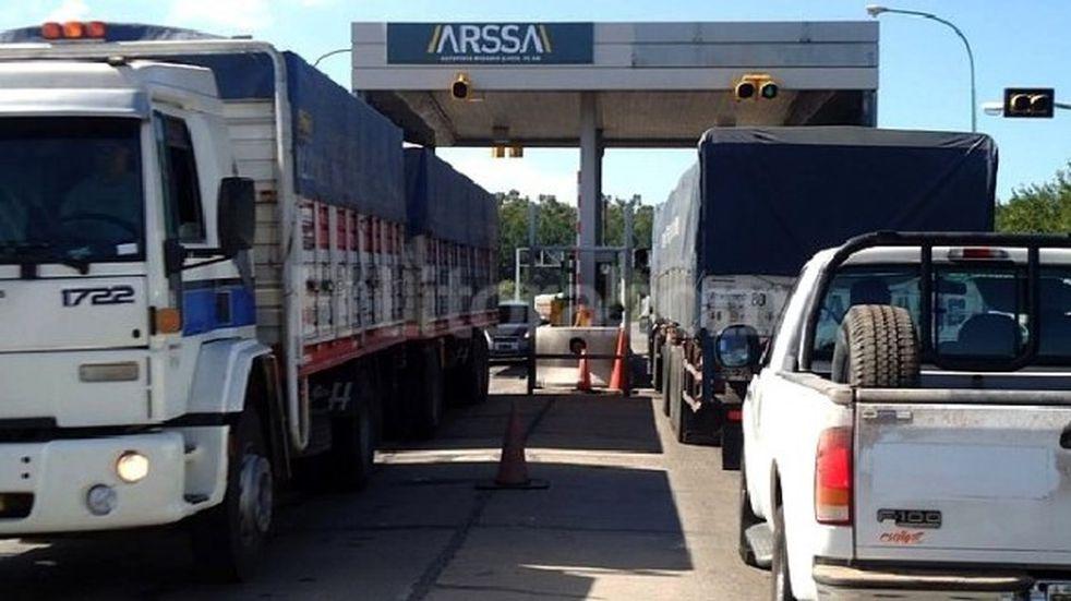 Dejan de cobrar peaje en rutas y autopistas de Santa Fe por reclamo salarial