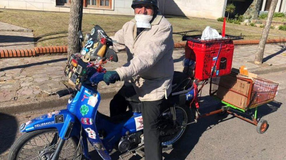 Un ejemplo: el azuleño que hace motomandados para los abuelos en plena pandemia