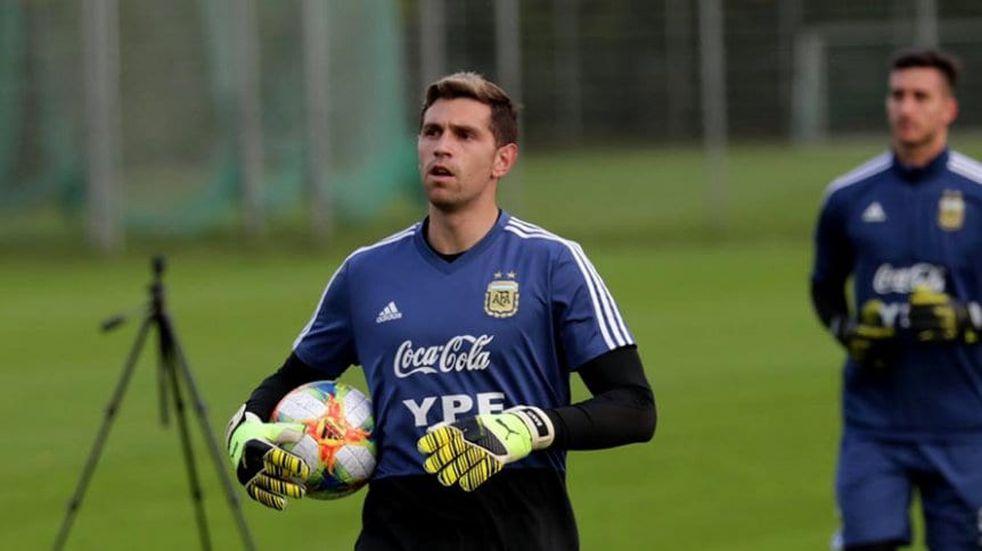 """El """"Dibu"""" Martínez desafía a la Premier League: confirma que viajará a la Argentina"""
