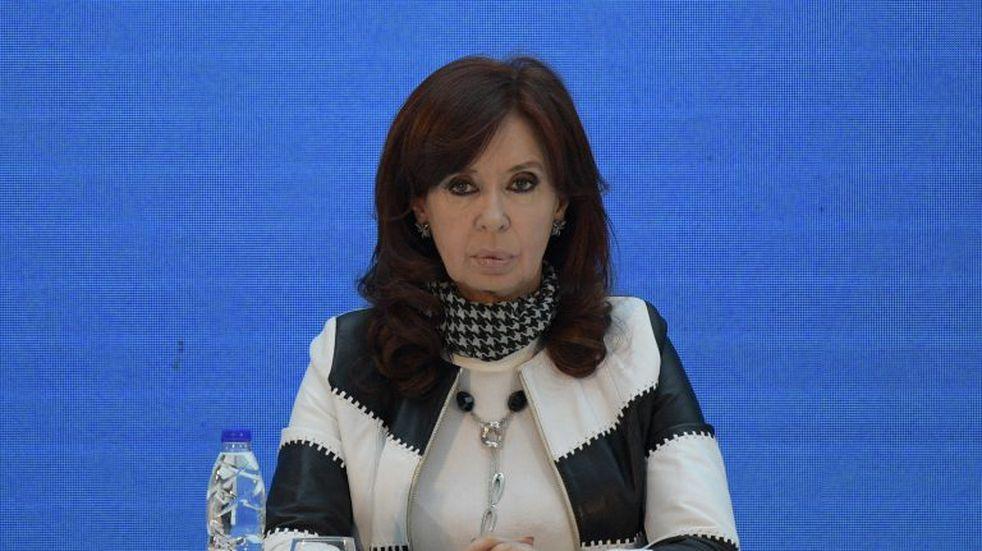 """Cristina Kirchner dijo que Alfredo Cornejo es un """"entusiasta"""" del """"haz lo que yo digo pero no lo que hago"""""""