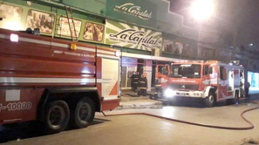 """Las grandes tiendas """"La Capital"""" se incendiaron con daños importantes"""