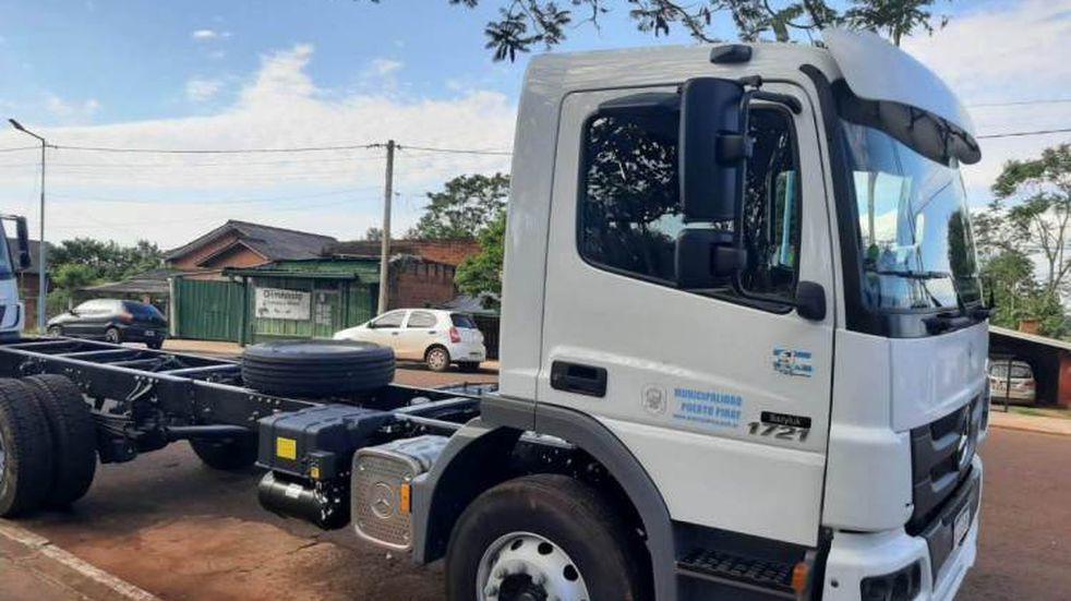 Puerto Piray: la empresa Arauco donó un camión compactador a la comunidad