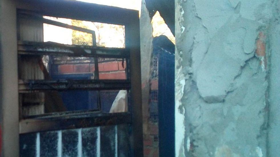 Su ex la sorprendió de madrugada e incendió su casa y la de su vecino