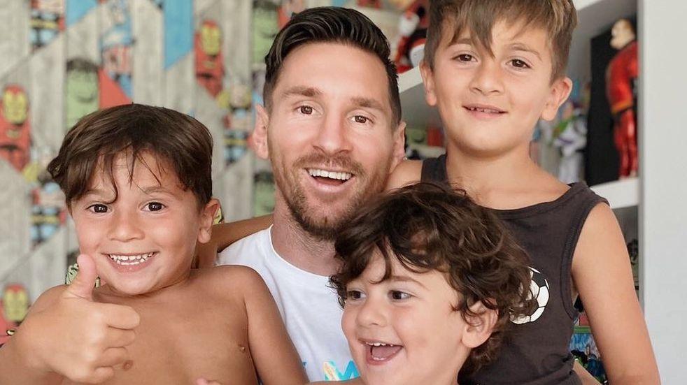 Lionel Messi se sacó una foto junto a sus hijos Mateo (derecha), Ciro (abajo) y Mateo.