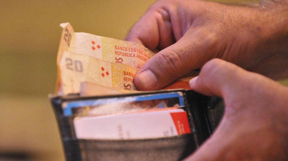 Según una encuesta, la gente no espera mejorar su situación económica en el futuro
