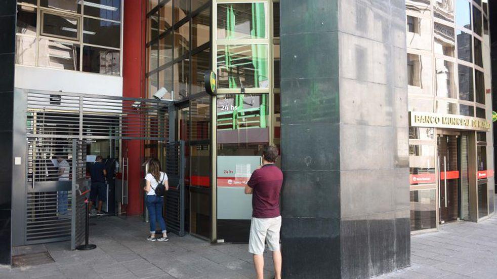 Operativo de ordenamiento y limpieza por reapertura de bancos (Municipalidad de Rosario)