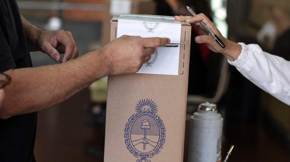 Elecciones 2021: vuelven a pedir la vacunación de las autoridades de mesa y anticipan la convocatoria