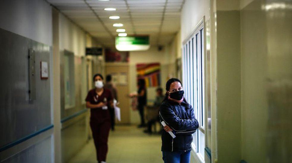 Coronavirus: la curva de contagios detuvo su descenso y se estabilizó en la última semana
