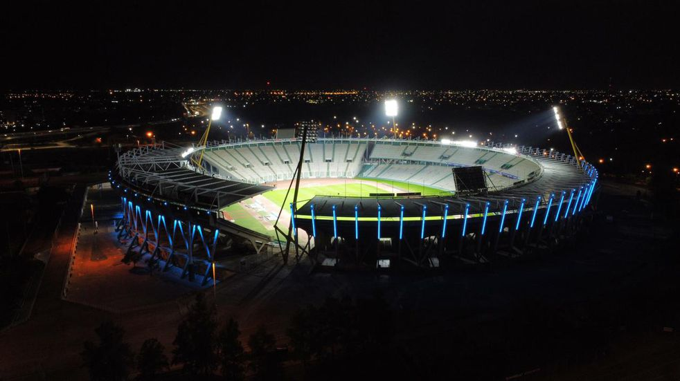 El Estadio Kempes completó el fin de semana iluminado de Albiceleste