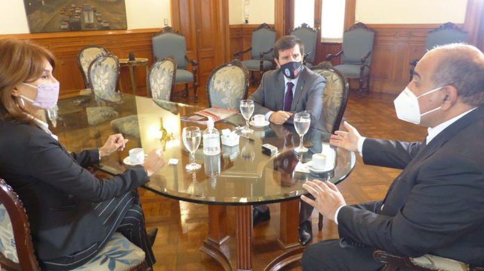 El gobernador Juan Manzur se reunió con autoridades de la Facultad de Ciencias Económicas