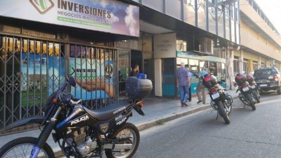 La víctima del crimen fue baleada en el local de Galería Rivadavia. (@adn979fm)