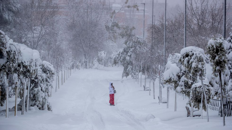 Al menos tres muertos y la ciudad de Madrid aislada por la peor nevada de España en 50 años
