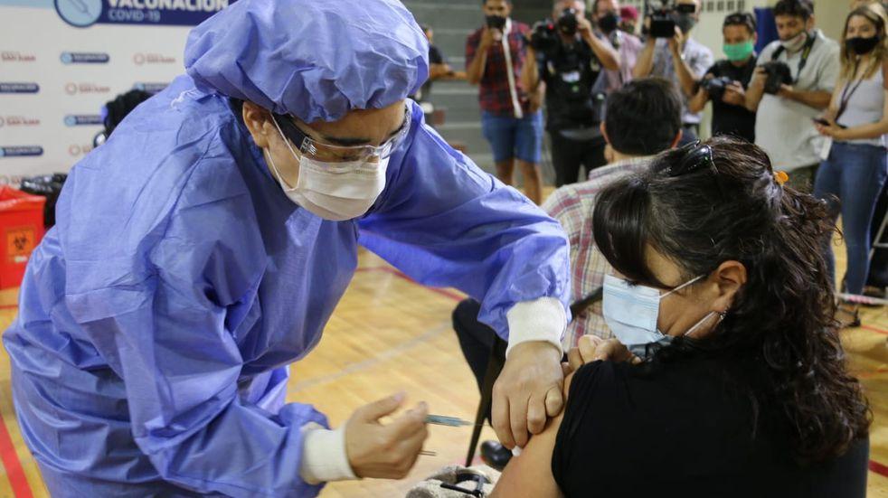 Alberto Fernández monitoreó desde Olivos el comienzo de la campaña de vacunación