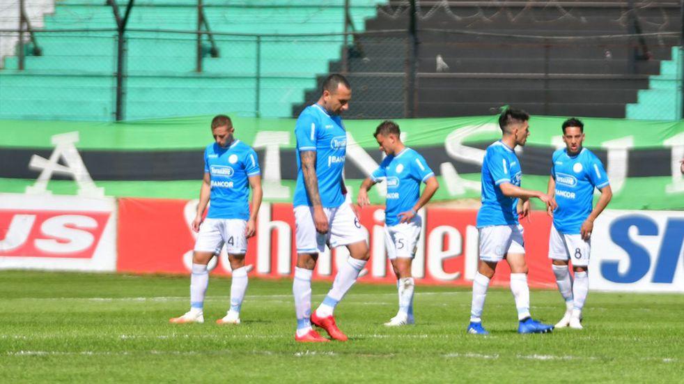 Wilfredo Olivera cumplió la fecha de suspensión y vuelve a la zaga central de Belgrano (Federico López Claro / La Voz).