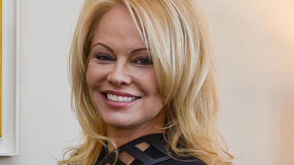 Pamela Anderson se desnudó a los 52 años por una causa vegana