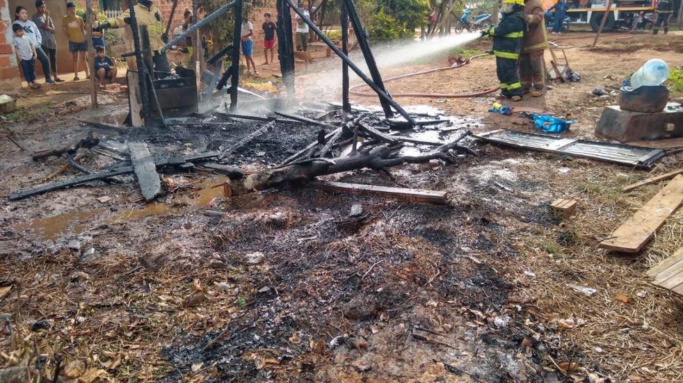 Incendio consumió  la casa y todas las pertenencias de una familia en Iguazú