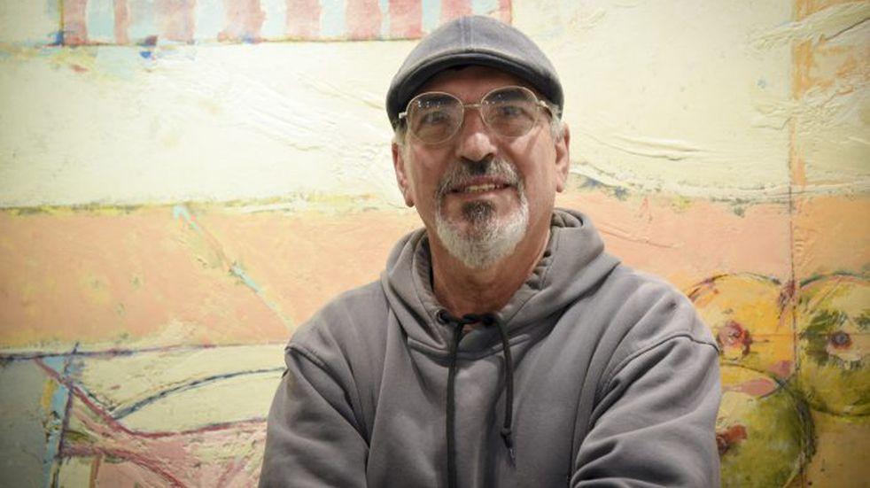Abel Fernández, el artista detrás de esta muestra intima y única, organizada por el Municipio de Guaymallén.