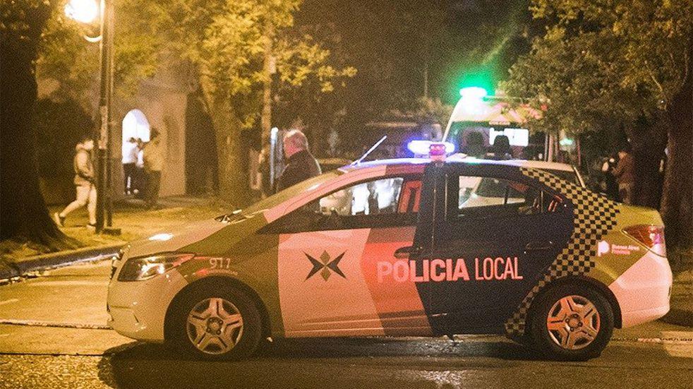 Detuvieron a cuatro policías por robarle 500 mil pesos a un conductor que acababa de chocar