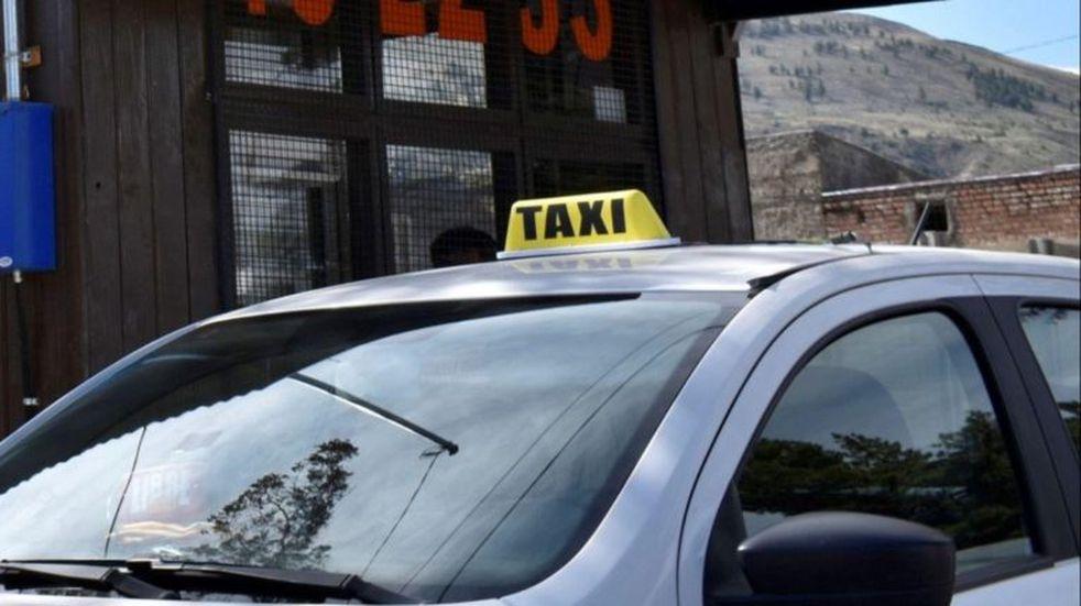 """Aseguran que hay al menos 300 """"taxis truchos"""""""