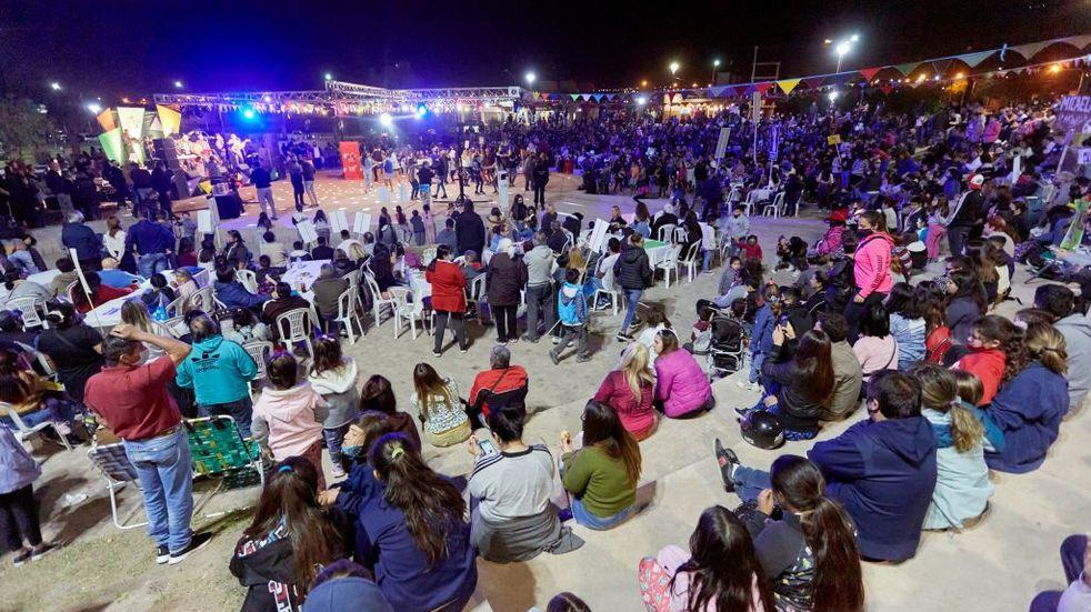 Familias de El Challao y Panquehua se dieron cita en el Parque de la Familia para elegir a sus representantes para le Viesta de la Vendimia 2021 de Las Heras.