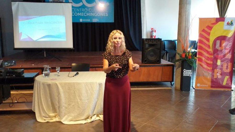 Mina Clavero: se realizó el taller de coaching Coraje para Trascender dirigido a las mujeres