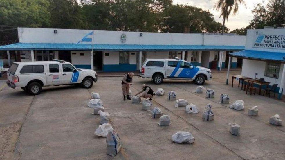 Encontraron un cargamento de marihuana en una isla frente a Itá Ibaté