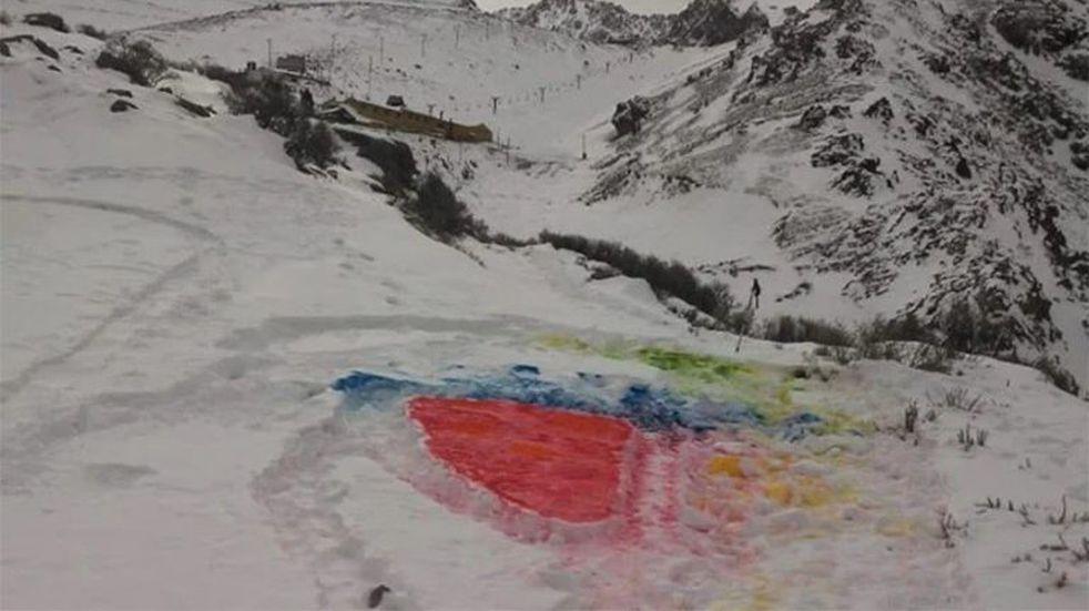 ¿Arte? Repudio generalizado contra Renata quien pintó la nieve