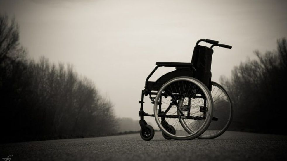 Tiene una enfermedad degenerativa y su mamá lo abandonó: su abuela pide ayuda