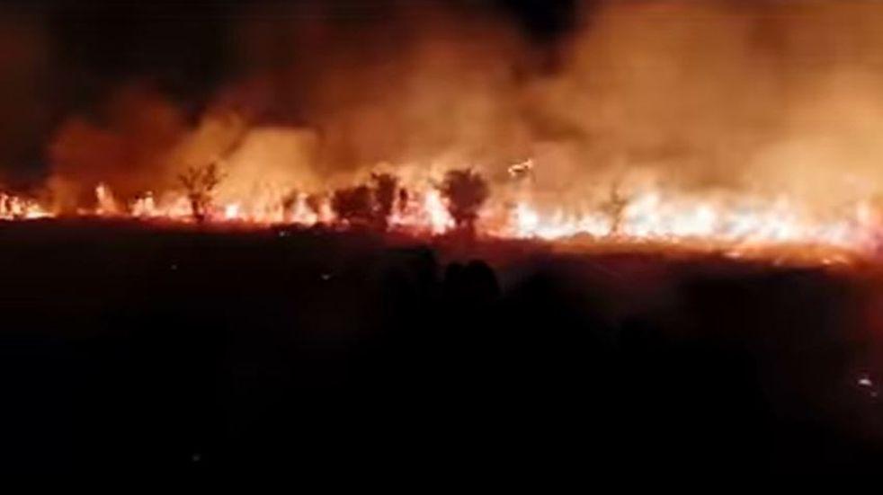 Bomberos Voluntarios de Arroyito, Sacanta y  San Bartolomé combatieron un incendio de gran magnitud