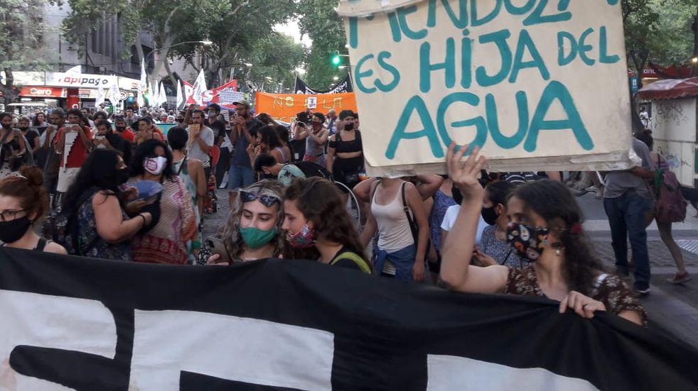A un año de la marcha por la 7722, mil personas marcharon por la ciudad