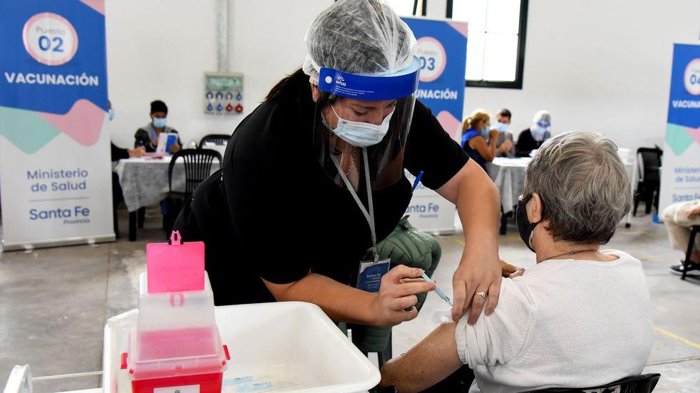 Santa Fe ya vacunó contra el covid a la mitad de la población objetivo