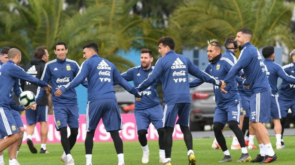 Matías Suárez y Saravia, titulares en la despedida de la Selección