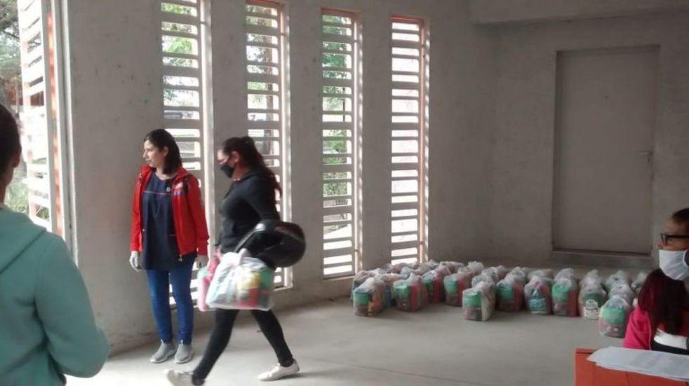Nueva entrega de módulos alimentarios a vecinos de Villa Carlos Paz