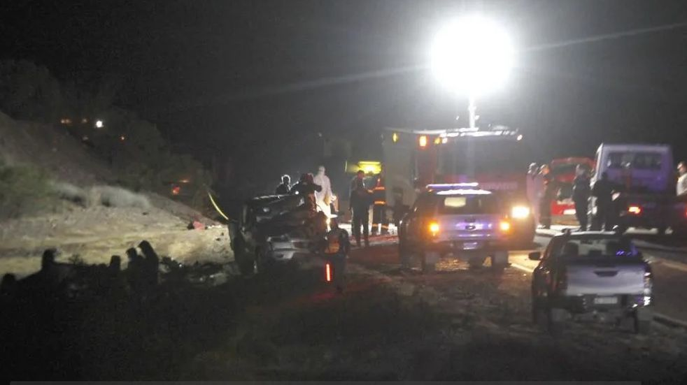 Tragedia en San Juan: tres muertos y cuatro heridos en cuádruple choque