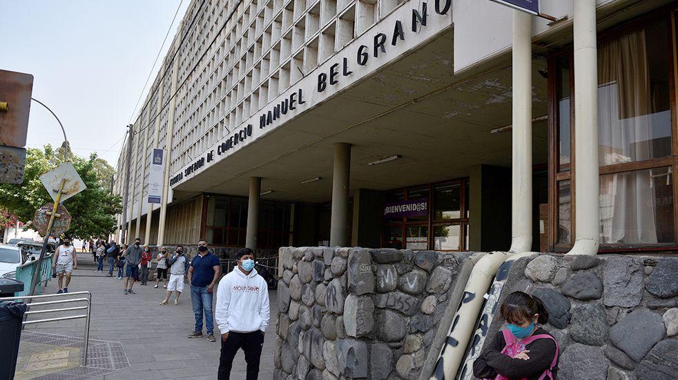 Docentes del Manuel Belgrano piden suspender la presencialidad por casos de Covid-19